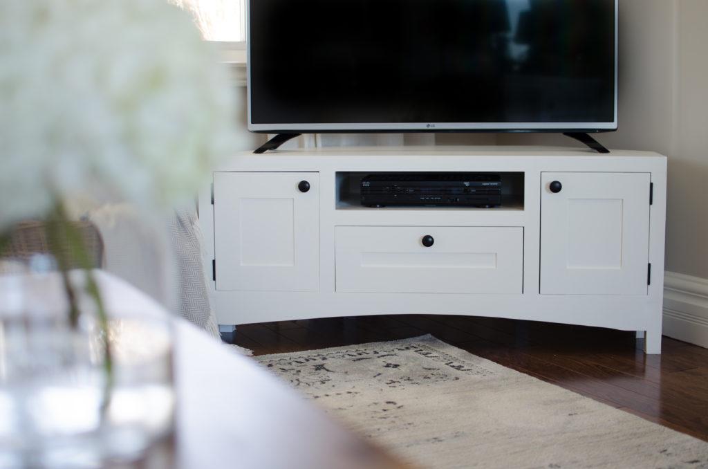 corner tv stand free plans the diy hubs. Black Bedroom Furniture Sets. Home Design Ideas